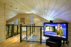 Intérieur d'une maison en bois finlandaise: salle de séjour
