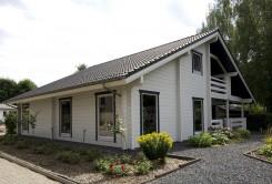 Modèle Nord: maison en bois finlandaise moderne en madriers contrecollés