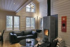 Interior de una casa finlandesa de madera : salón