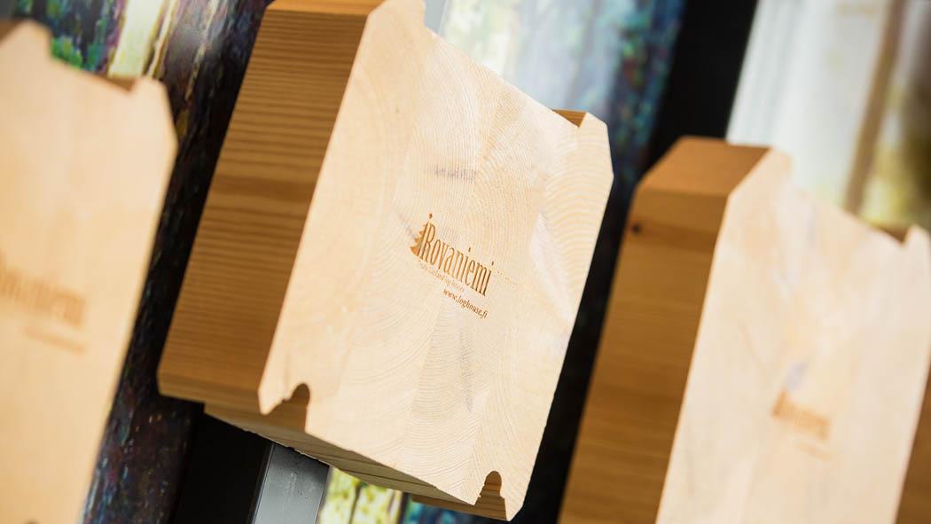 Es werden auch Materialien die in Europa sehr gängig sind, wie Trockenkiefer KELO und Goldene Kiefer, verwendet.