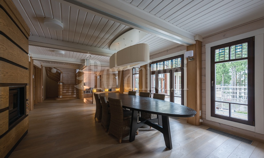 Gorki – interior of  a luxurious mansion by Rovaniemi Log House