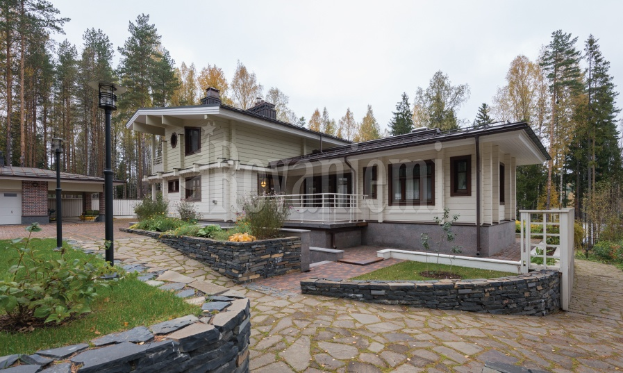 Gorki – Luxurious mansion by Rovaniemi Log House