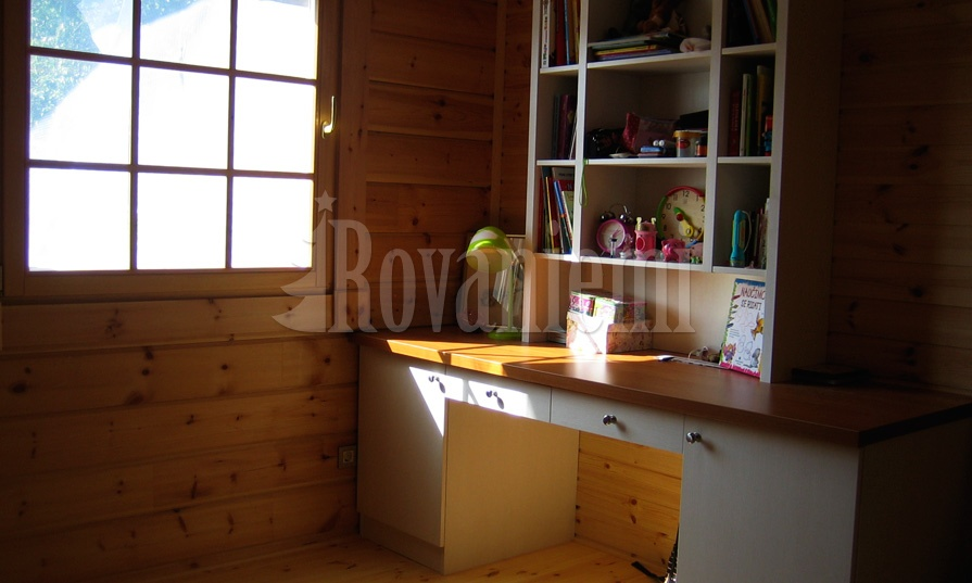 Jana interior – classic wooden cottage by Rovaniemi Log House.