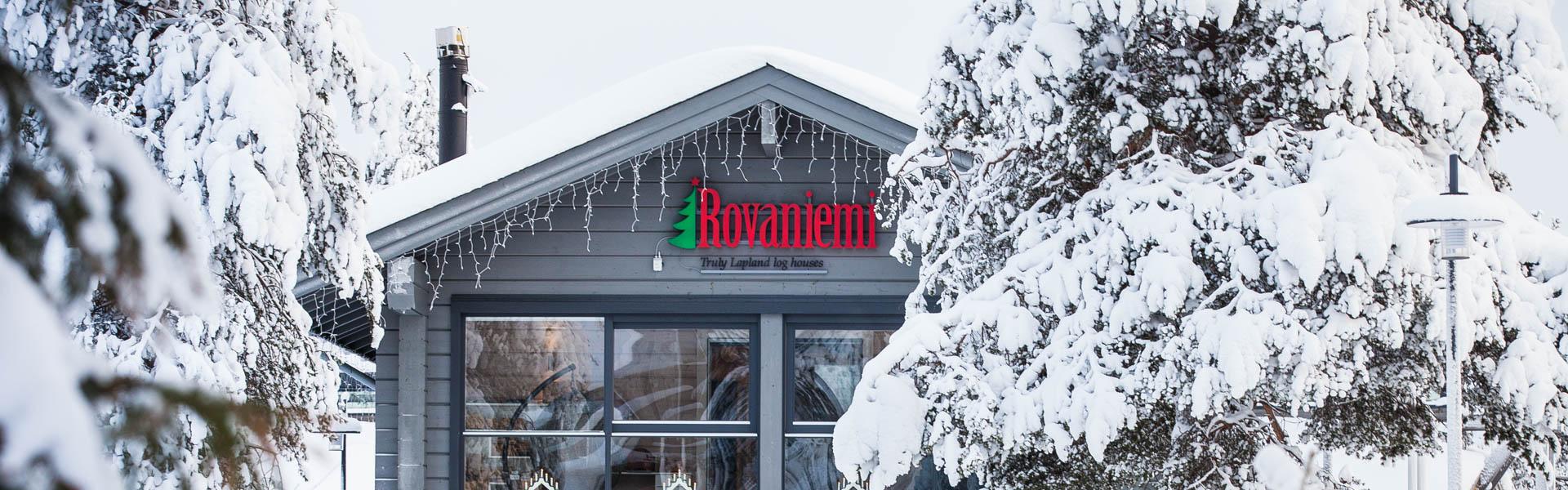 Bureau de fournisseur Rovaniemi maison en bois sur Cercle Polaire en Laponie.