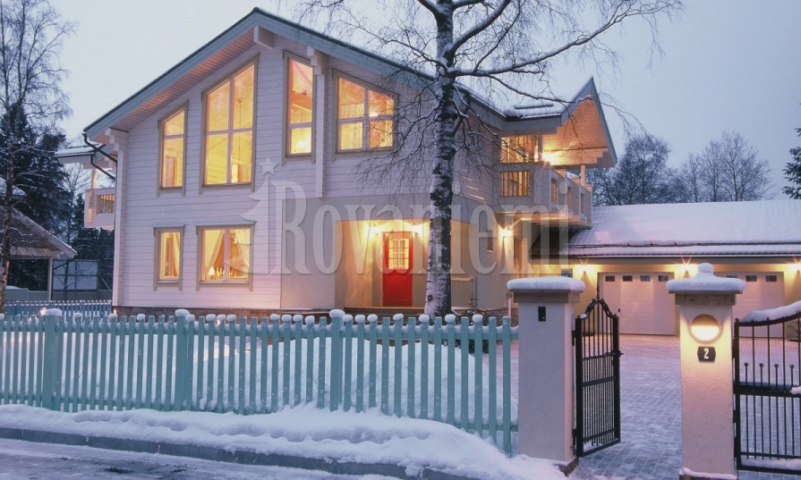 Sun House – bright and spacious wooden house by Rovaniemi Log House