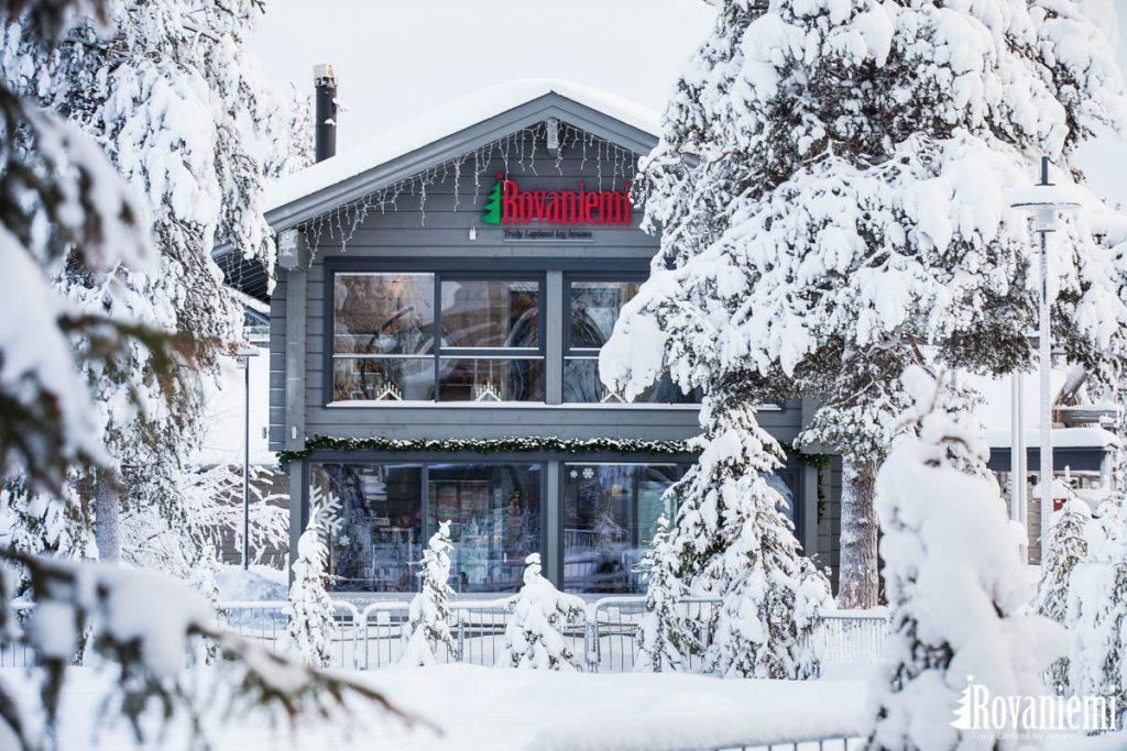 Le siege sociale de Rovaniemi maison en bois est situé dans la ville de Rovaniemi en Laponie Finlandaise.