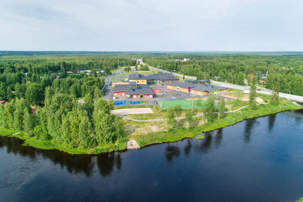 Pudasjärvi Log Campus is situated by the shore of Iijoki river.