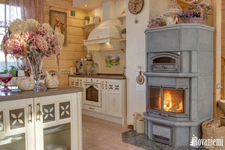 Cocina en casa madera finlandes modelo Inspiration.