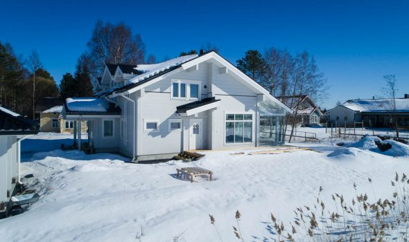 Rovaniemi Log House in Oulu, Finland –Modern wooden Cottage