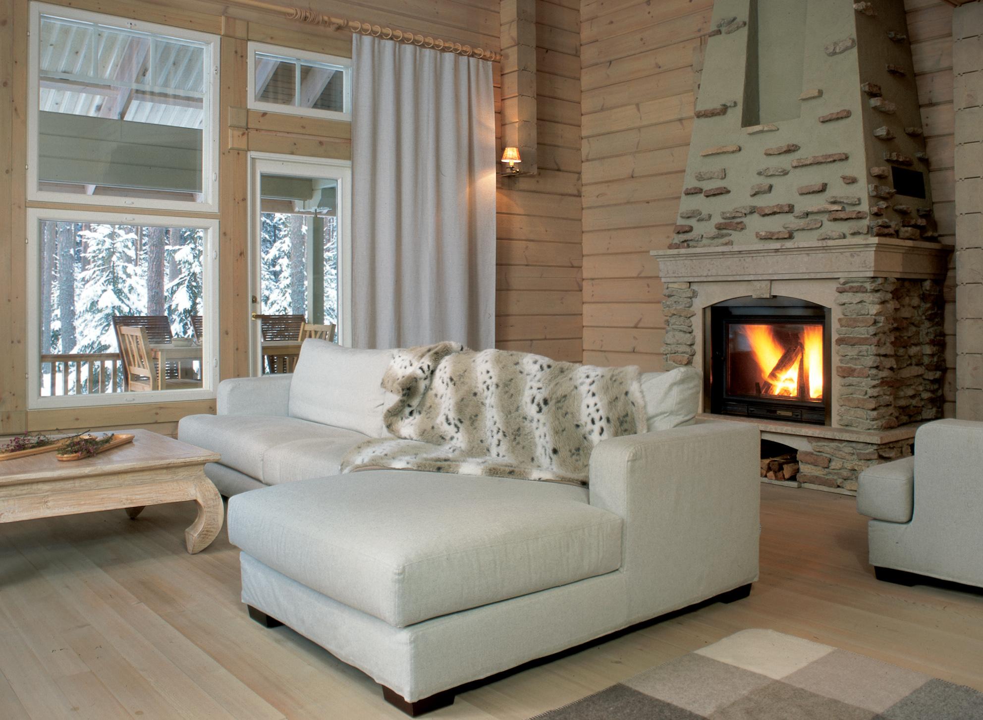 A l 39 interieur d 39 une maison en bois finlandaise moderne de haut gamme par rovaniemi maisons en - Interieur d une maison ...