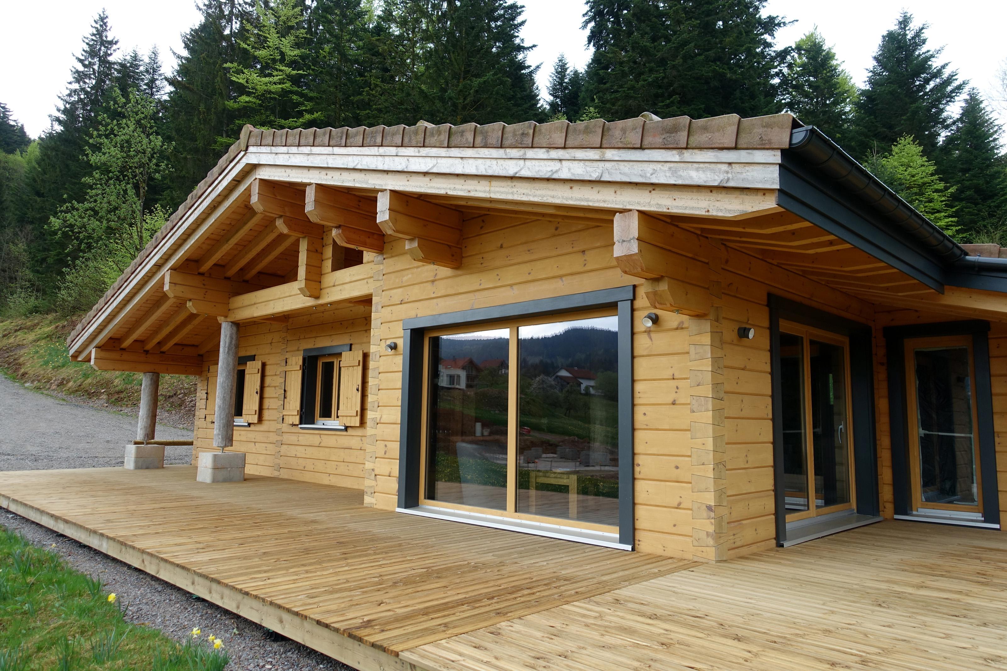 maison en bois cologique contruite g rardmer dans les. Black Bedroom Furniture Sets. Home Design Ideas