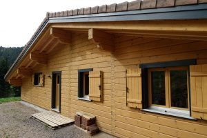 Maison en bois passive et écologique dans les Vosges en France par Rovaniemi Maisons en Bois