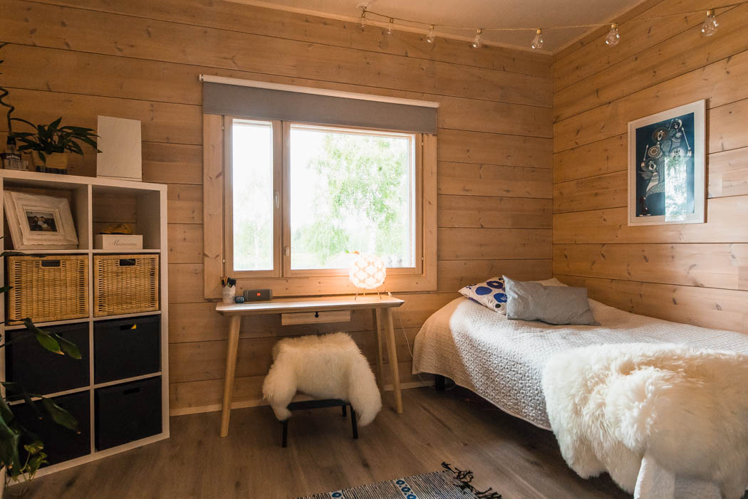 Second bedroom in a cosy wooden cottage by Rovaniemi Log House.