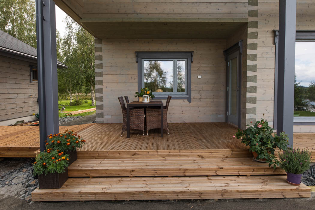 Terrace of the cosy wooden cottage by Rovaniemi Log House.