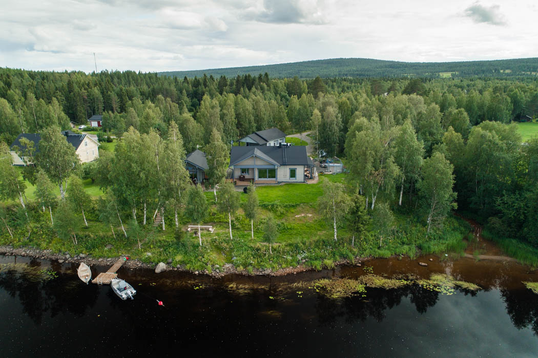 Cosy wooden cottage by Rovaniemi Log House, situated on the shore of Ounasjoki river.