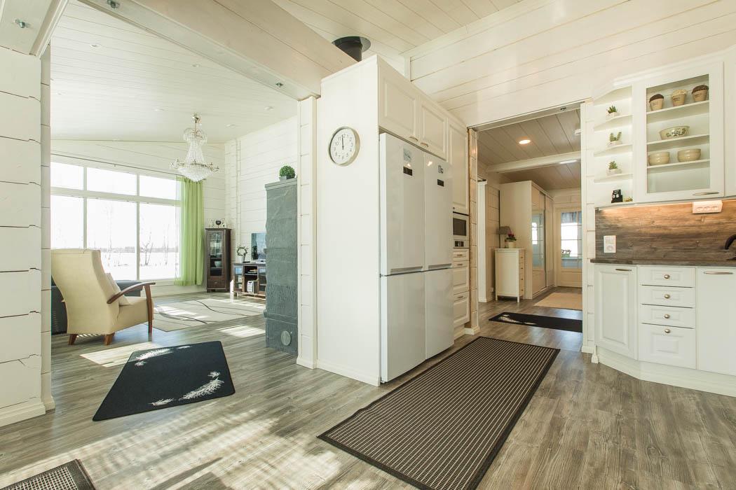 L\'intérieure d\'une maison en bois moderne en madriers ...