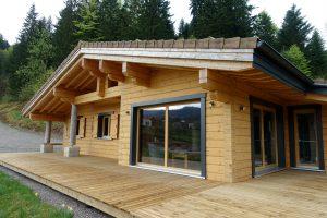 Itä-Ranskaan vapaa-ajan käyttöön rakennettu Rovaniemi lamellihirsitalo