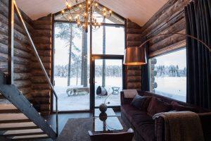 Rovaniemi Hirsitalojen Pohjois-Ruotsiin toimittama kelosta tehty hirsihuvila