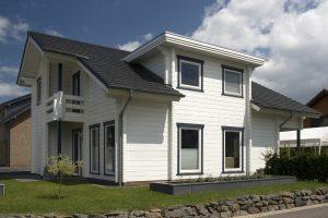 Moderni Alankomaihin rakennettu Rovaniemi Hirsitalojen lamellihirsitalo