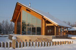 Moderni Rovaniemi Hirsitalojen puutalo