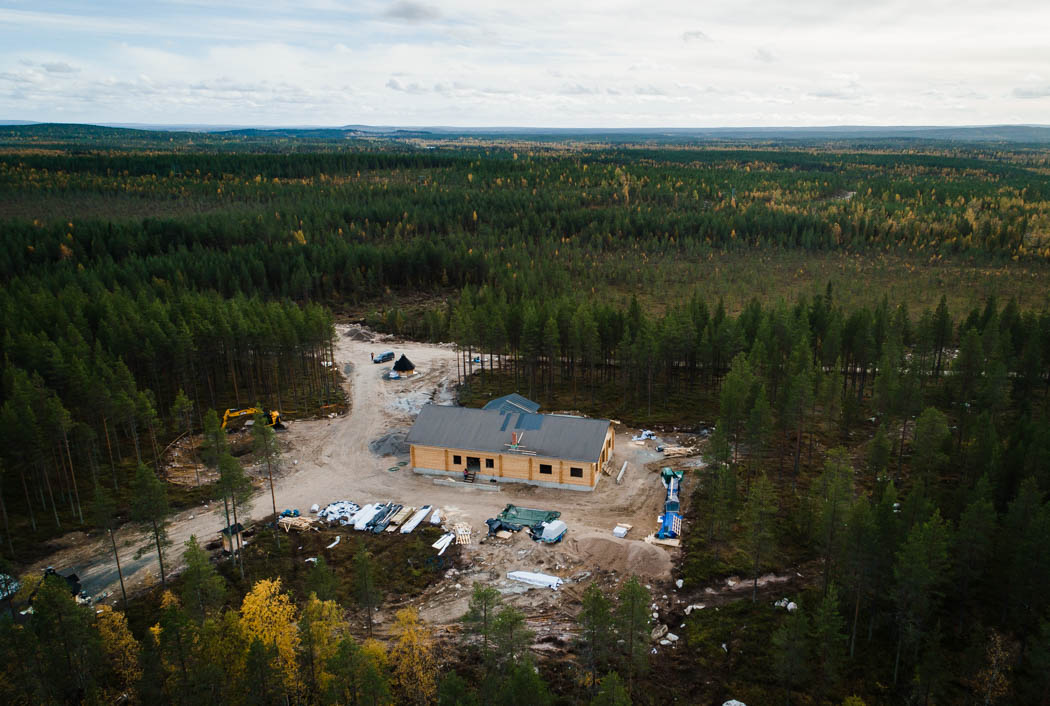 Safari house in Rovaniemi: aerial view of construction works.
